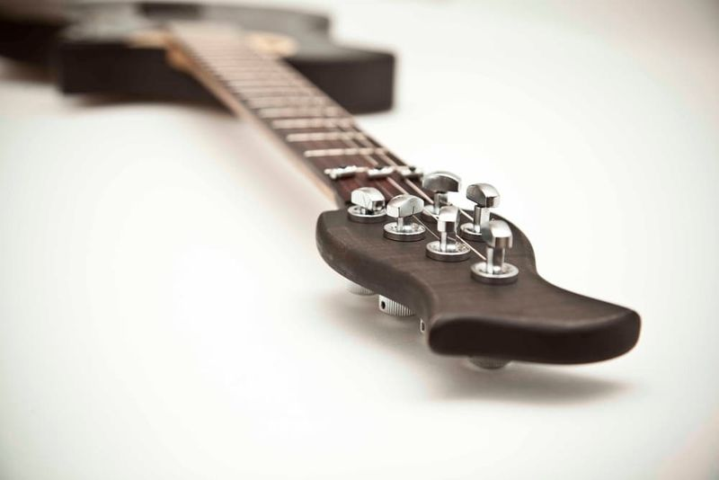 Connected Hybrid Guitars