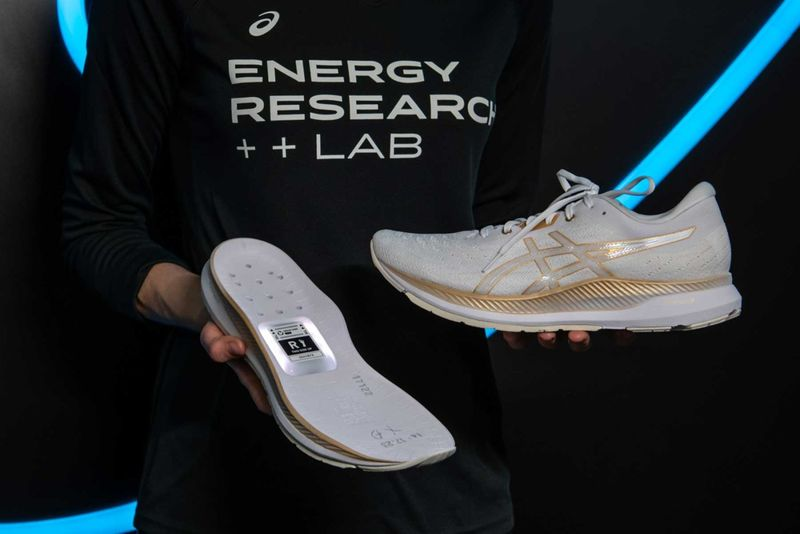 Motion Sensor-Integrated Smart Shoes