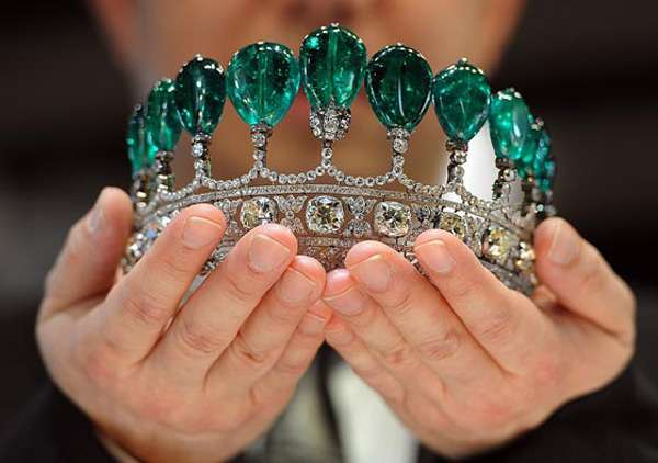 Extravagant Crown Auctions