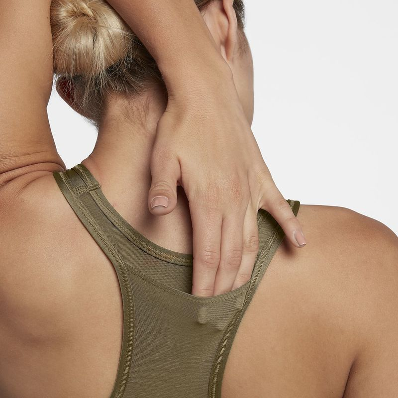 Six-Pocket Sports Bras - Nike's Women's Sports Bra with Pockets Neatly Stashes Valuables (TrendHunter.com)