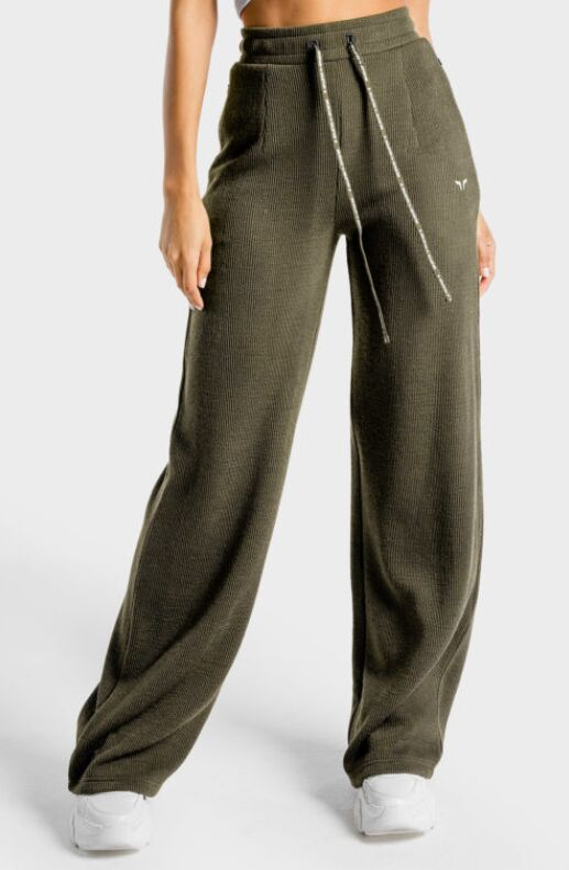 Chic Wide Leg Joggers - The Luxe Wide Leg Pants from Squat Wolf are Uber-Comfortable (TrendHunter.com)