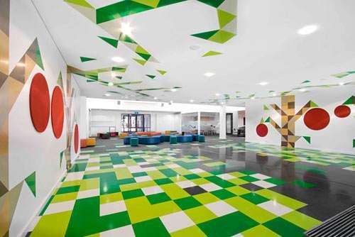 Chromatic Geometric Interiors