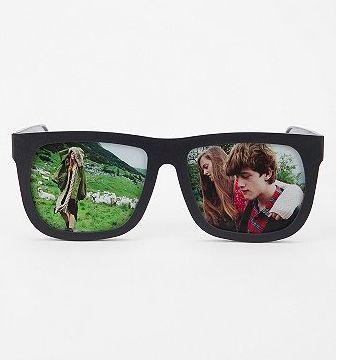 Picture-Displaying Eyewear