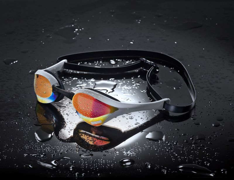 Sculpted Hydrodynamic Goggles