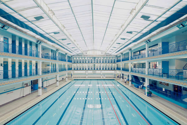 Symmetrical swimming pool photography swimming pools for Piscine didot aquagym