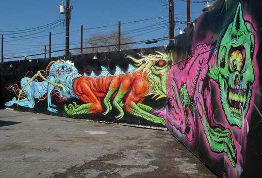 Fecal monstrosity murals texass centipede for Ka chentapete
