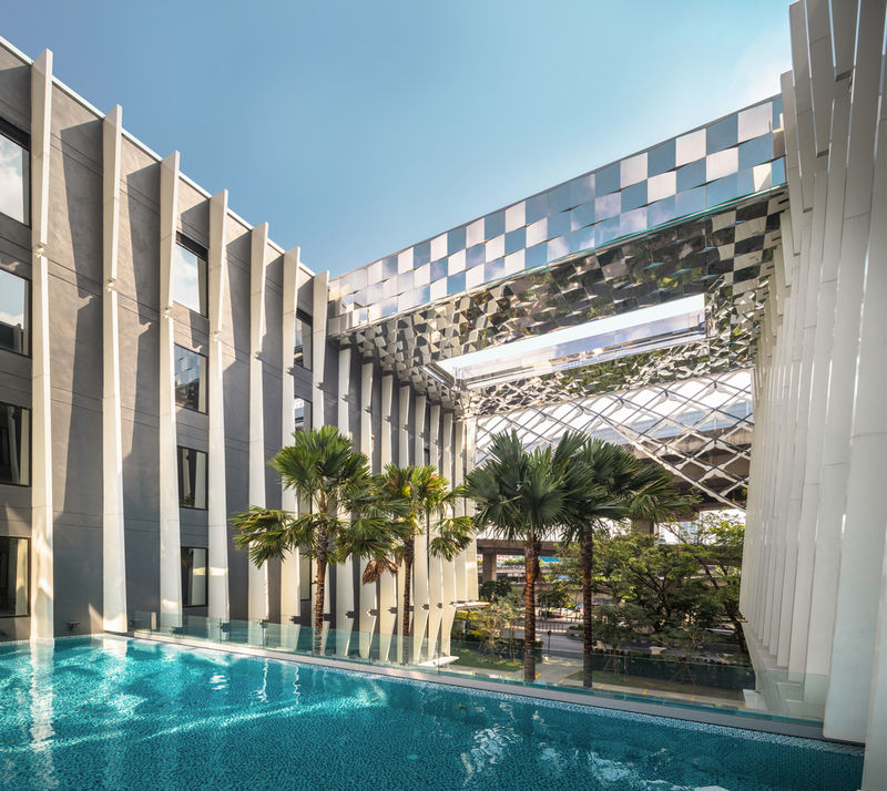Shadowy Luxurious Thai Hotels