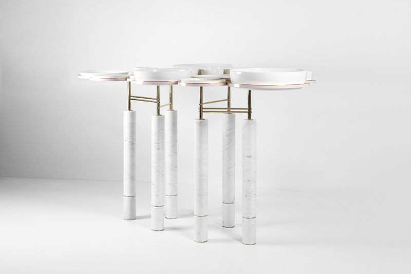 Plate-Sharing Dining Tables