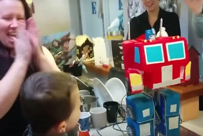 Transforming Robot Cakes