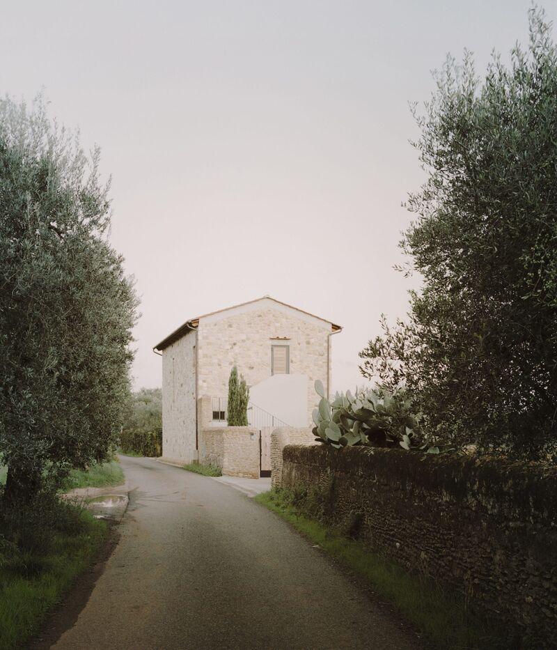 Minimalist Tuscan Farmhouses