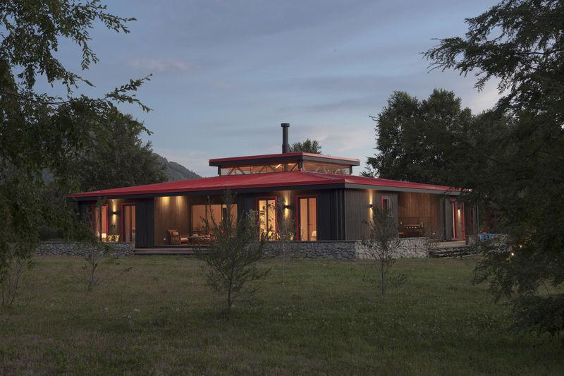 Symmetrically Quadrilateral Homes