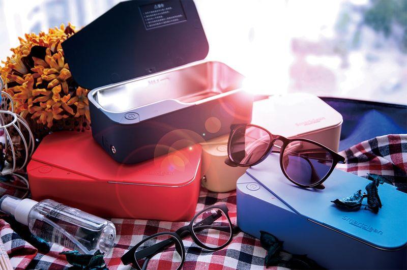 Eyewear-Sanitizing Appliances
