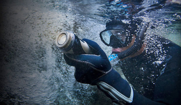 Versatile Undersea Flashlights