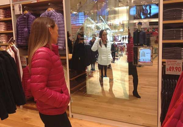Color Changing Shopping Mirrors Uniqlo Magic Mirror