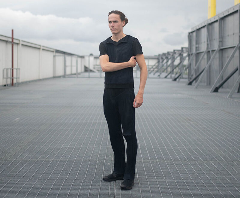 Expandable One-Size Unisex Garments