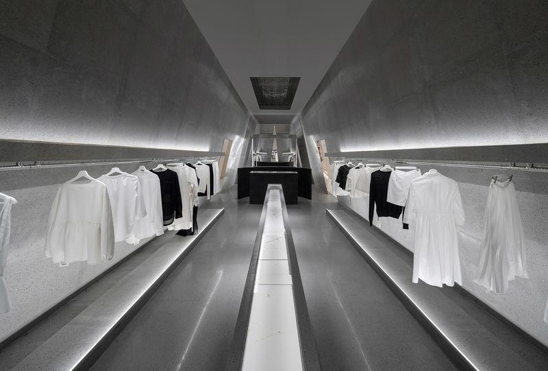 Industrially Symmetric Retail Plans