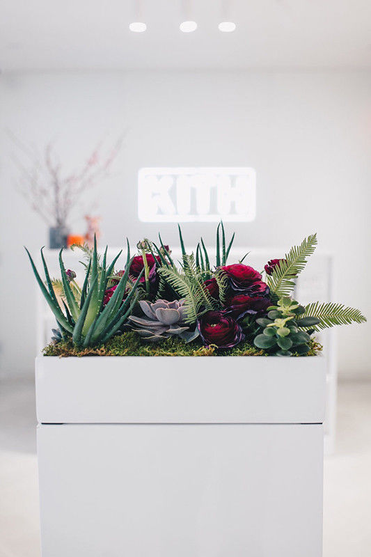 Fashion-Forward Floral V-Day Pop-Ups