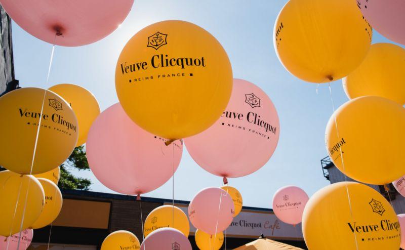 Champagne-Celebrating Pop-Ups