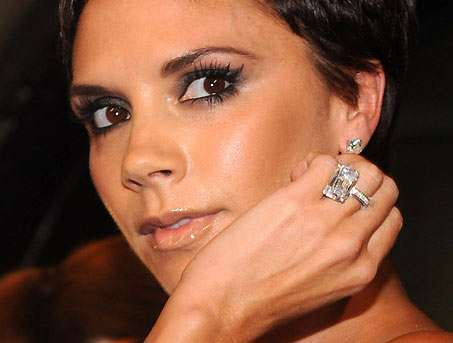 Feces Facials Victoria Beckham Uses Nightingale Poo For Acne