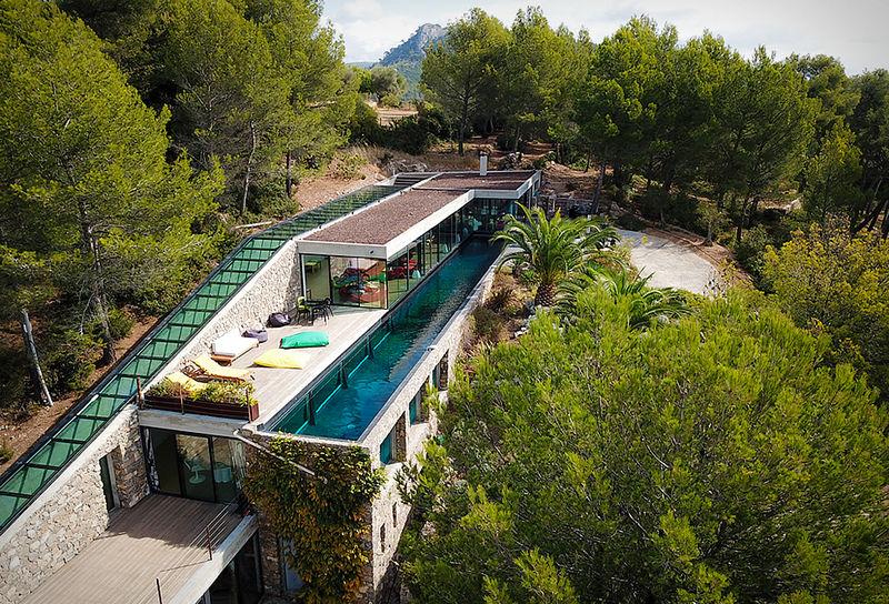 Luxurious Aquarium Villas