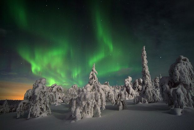 Simulated Northern Light Shows