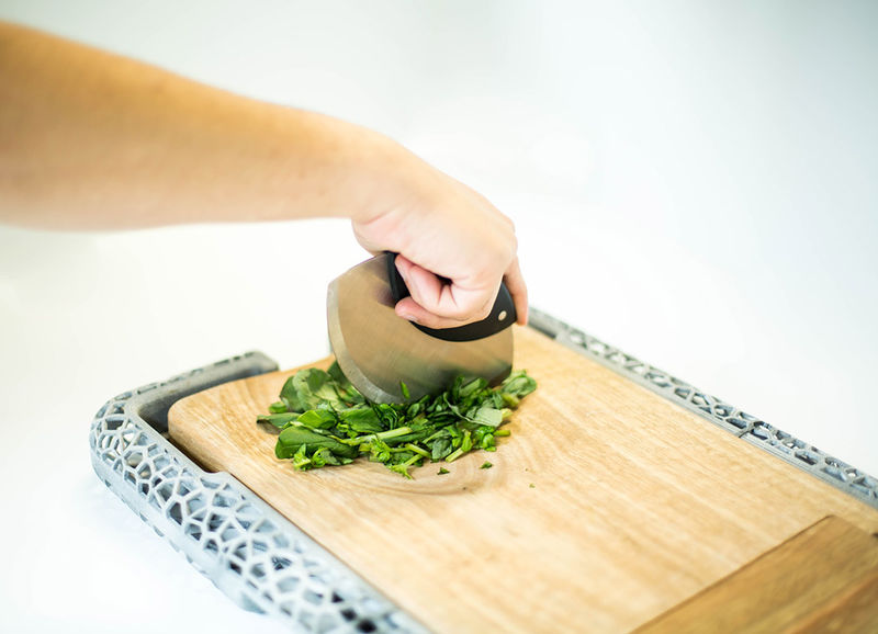 Multifunctional One-Handed Cutting Boards