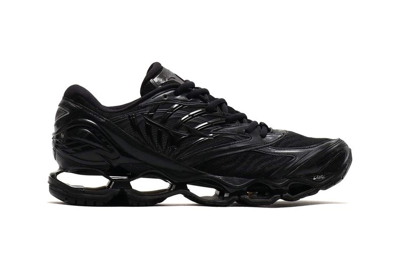 Cut-Out Midsole Sneakers - Mizuno's New Wave Prophecy 8 Sneaker Comes in Triple Black (TrendHunter.com)