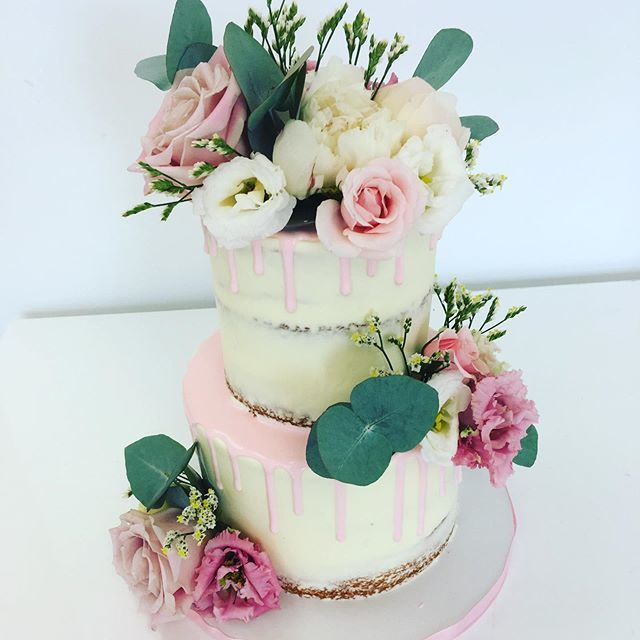 Rentable Wedding Cakes