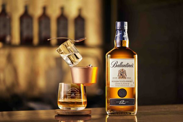 Acrobatic-Like Whiskey Sets