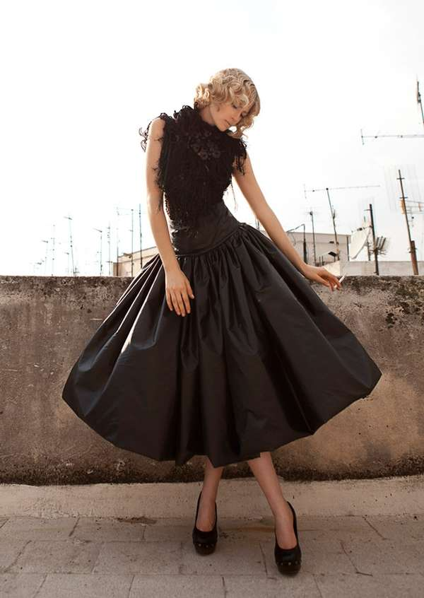 Vintage-Inspired Ebony Fashion