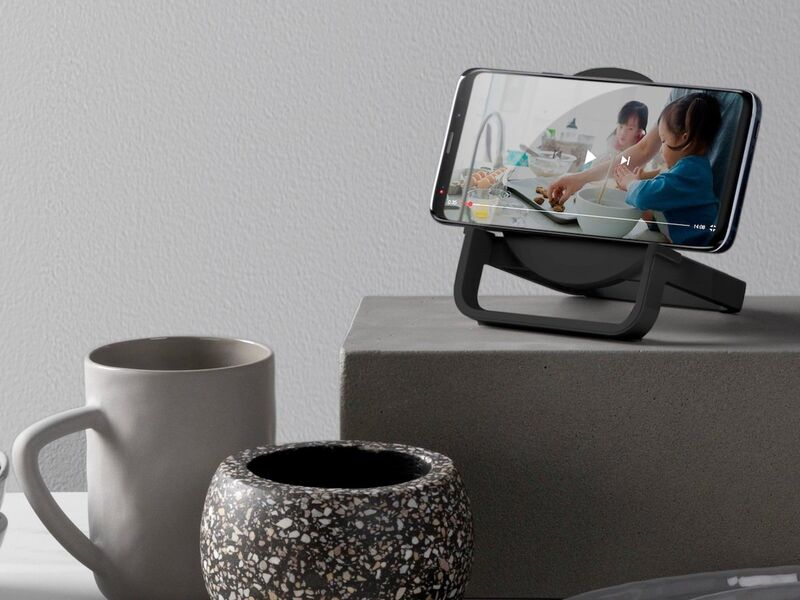 All-in-One Smartphone Docks