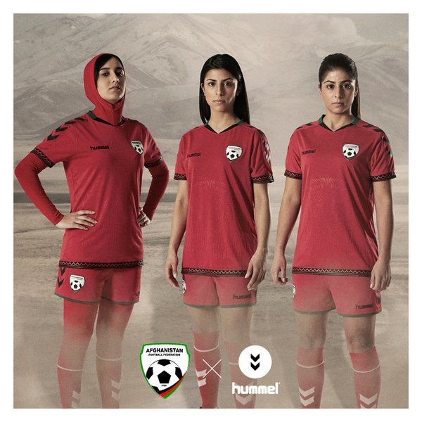 5c4b6ef0073 Hijab-Integrated Soccer Jerseys : Women's Soccer Jerseys