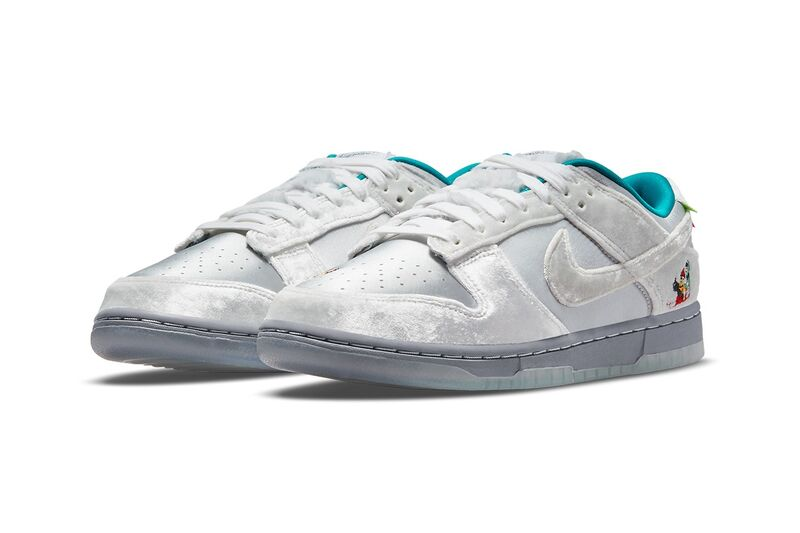 Christmas-Themed Low-Cut Sneakers