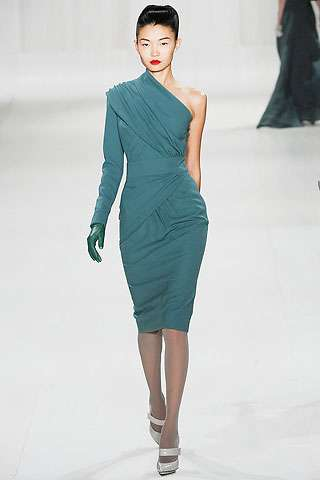 One-Shoulder Goddess Gowns: Elie Saab\'s Floaty Fall 2009 Dresses