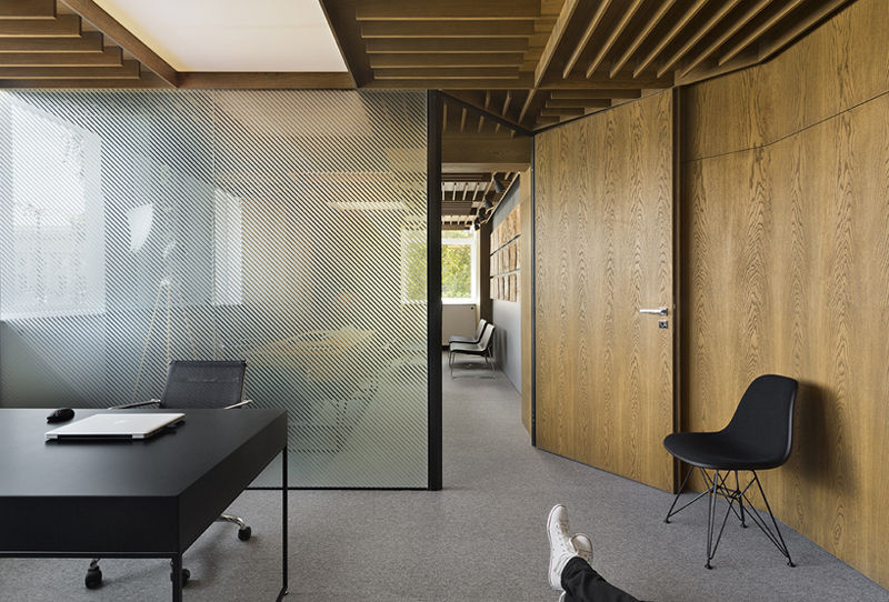 Streamlined Wooden Workspaces