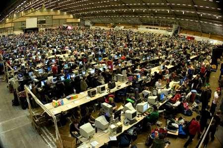 Mega Lan Parties Nerds Set Record For World S Largest Lan