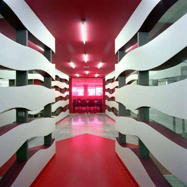 Wavy line interiors klab architecture empowers wunderman for Design office space online