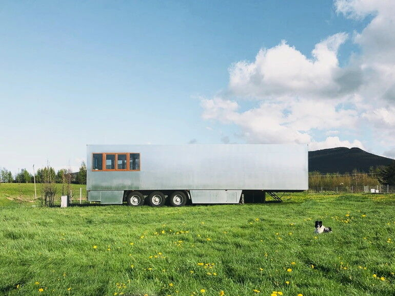Off-Grid Mobile Hotel Rooms