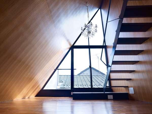Peaking Triangular Abodes